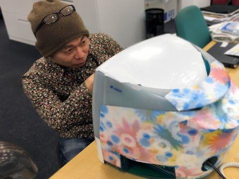 花柄好きの元Mac誌編集長に伝説のiMac Flower Powerを献上