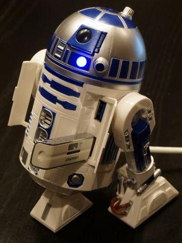 ここまで造形的に完成度の高いUSBハブがあっただろうか。動いて光ってサウンドが鳴る「R2-D2 USB HUB」