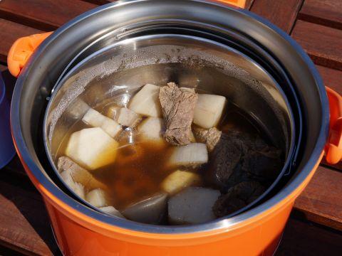 熱燗持ち運べる? 寒い花見に便利なサーモスの調理グッズたち