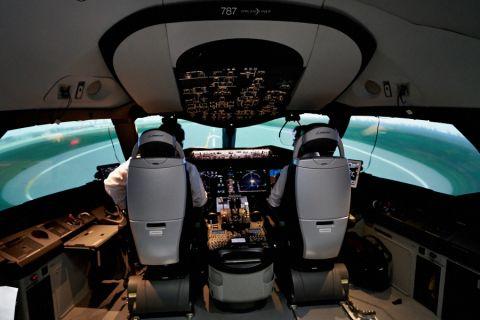 「航空の安全・安心ツアー」で羽田空港の管制やシミュレーターを見てきた
