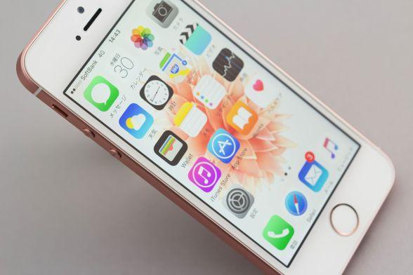 6d2fa7abab 「iPhone SE」は、2年半前のモデルとなるiPhone 5sと全く同じデザイン、大きさでありながら、SoCにはiPhone向けでは最新となるA9、メインカメラには12メガピクセルを  ...