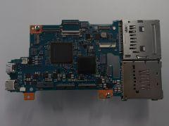 本体の基板。画像処理エンジンは最新の「BIONZ X」