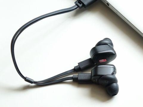 1万円で高音質、特殊防水の完全ワイヤレスイヤフォンが面白い