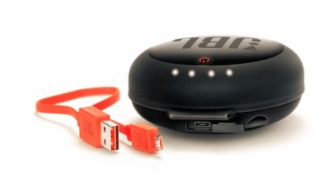 JBL、イヤフォン充電ケース