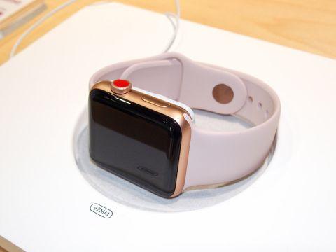 iPhone 8の様子見ムードを打ち破る、「Watch 3」と「6s」の存在感