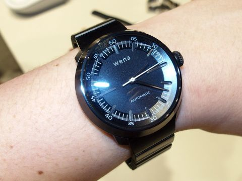 第2世代「wena wrist」が登場、ソニーらしい「作品」としての存在感