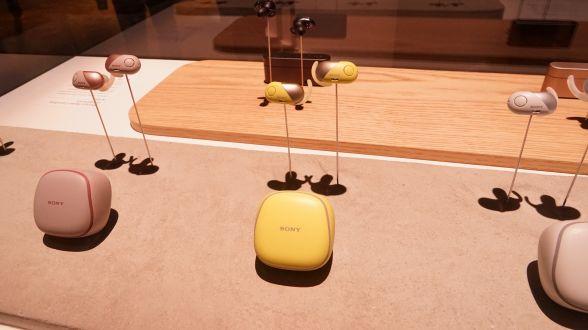 4色のカラバリがスポーティーなソニーの「WF-SP700N」