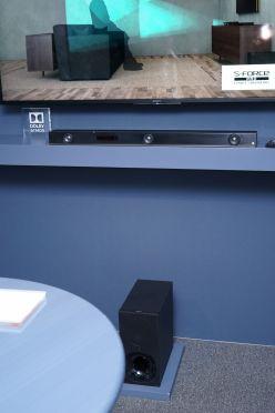 ドルビーアトモス対応のサウンドバーも新機種が登場。価格は3.1ch機の「Z9F」が899ドル(約10万円)で、2.1ch機の「X9000F」が599ドル(約6万6000円)