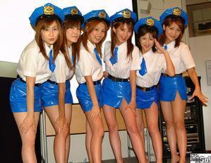 ASCII.jp【番外レポート】ミニスカポリスと「ミニスカタイピング」媒体対抗戦開催!果たしてASCII24編集部員の活躍は?