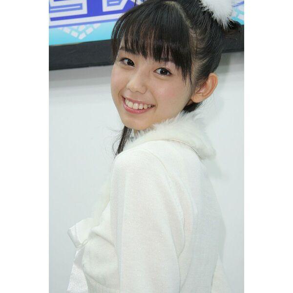 ASCII.jp:ジュニアNo.1人気の小池里奈、1年ぶりのDVDでまた台風に見舞 ...