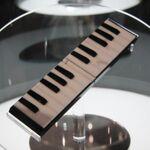 ケータイが楽器に? auの考える豊かなケータイライフ