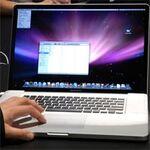 バッテリーの盲点? 17インチMacBook Proをブースで見た