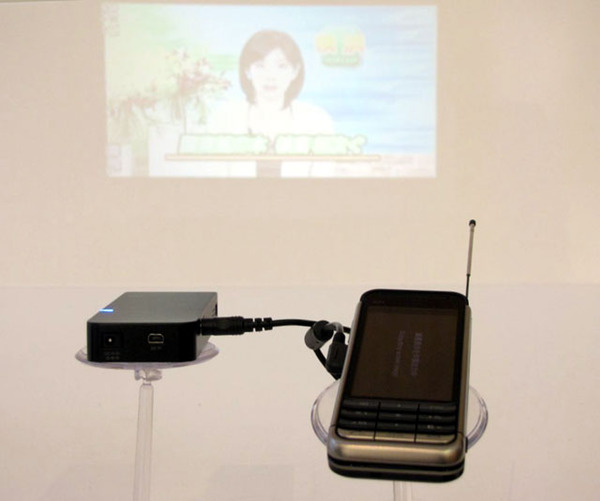 Mobile pico projectorのデモ