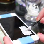 iPhone 5のガラスに付いたキズをダメモトで磨いてみる技