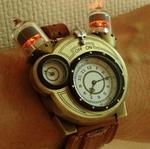 なんちゃって真空管がウルトラ級! おバカ系の「テスラ腕時計」を衝動買い!!
