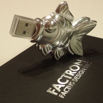 ジュラルミンを精巧加工した金魚型USBメモリーを衝動買い!