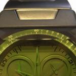信じられないデザイン 迷彩グリーン&四角な腕時計を買う