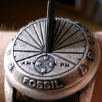 役立たずだが、そこがいい 「腕日時計」を大人買い