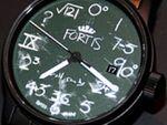 そこまでやる!? 文字盤に「黒板」を再現した腕時計