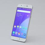 auの「Galaxy A8 SCV32」はうすうすでバランス良しなスマホ
