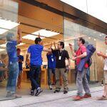 アップル、「iPhone 5」発売—銀座直営店に750人以上の行列
