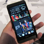 【au夏スマホ速報】最注目は金属ボディーが魅力の「HTC J」