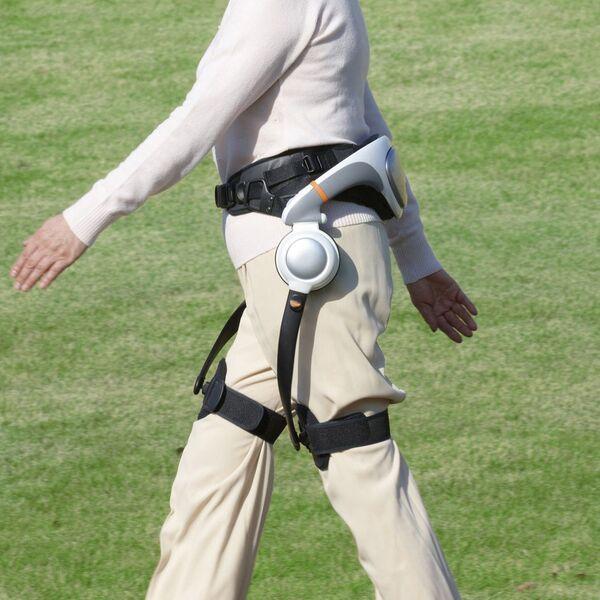 ホンダ、ASIMO技術のリハビリ機器「歩行アシスト」を病院向けに100台有償貸し出し