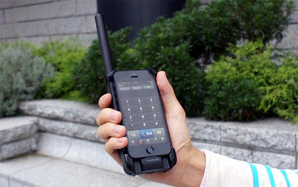 ASCII.jp:真の最強iPhoneはこれだ! 衛星電話アダプターをテスト (1/2)