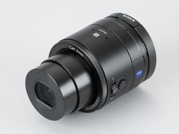 モニターがないレンズスタイルカメラ「DSC-QX100」。1型センサー搭載という意味でRX0に近い