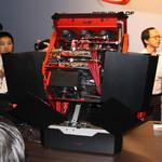 ASUSがCOMPUTEX開催前夜に自動変形する自作PCを披露