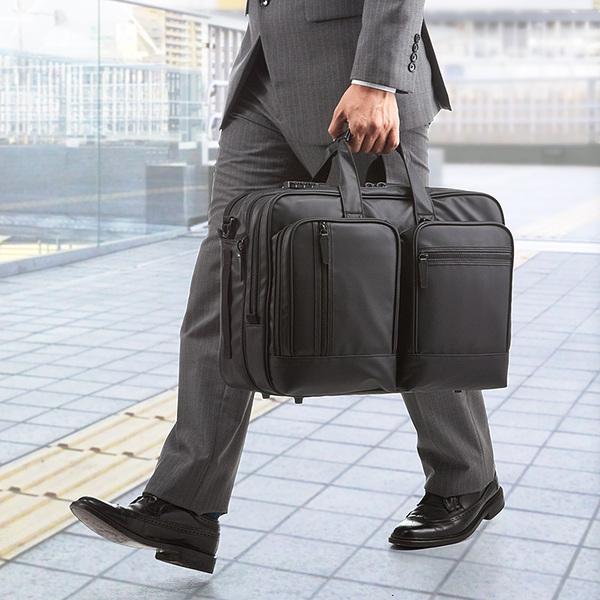 出張に便利! リュックやショルダーで使える大容量3WAYバッグ