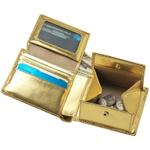 インパクトしかない、ゴールドに輝く二つ折り財布