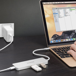 MacBookを充電しながら超拡張! USB 3.0×2/HDMI/USB Type-C搭載のUSBハブ