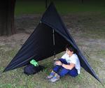 登山時の急な雨や休憩の際に役立つ軽量シェルター