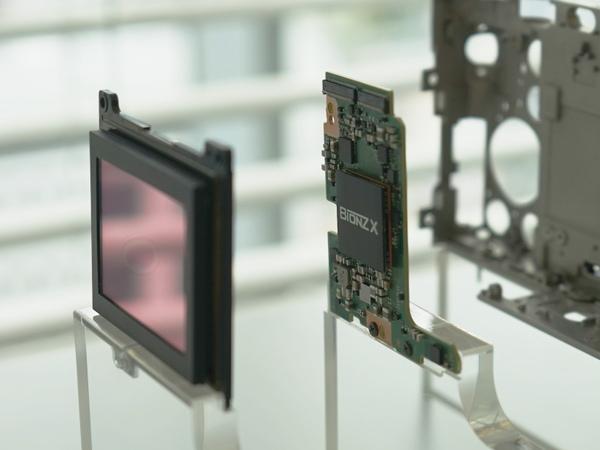 画像処理エンジンは最新の「BIONZ X」を採用