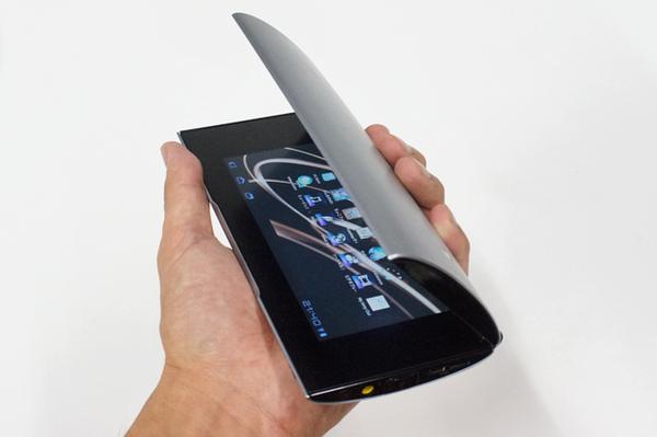 個性あふれる折りたたみ2画面タブ「Sony Tablet P」:Xperiaヒストリー
