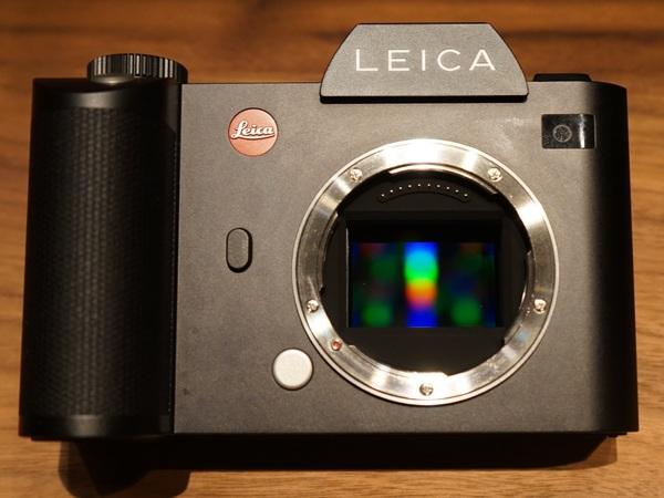35mmフルサイズのCMOSセンサーを搭載。マウントはライカ Tシステムと共通