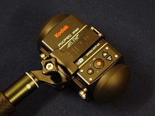 本体を2台装着できる「ダブルベースマウント」。全天球動画が撮れる
