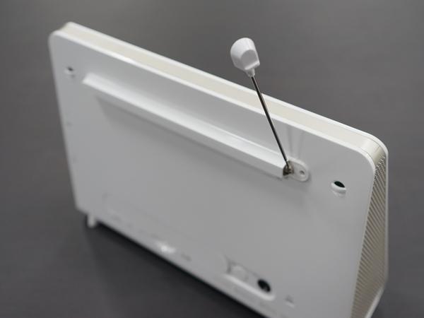 背面にはワンセグ用のアンテナも搭載。屋外でも使用できる