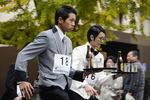 正装で疾走「ウエイターズレースジャパン2015」11月23日横浜で開催