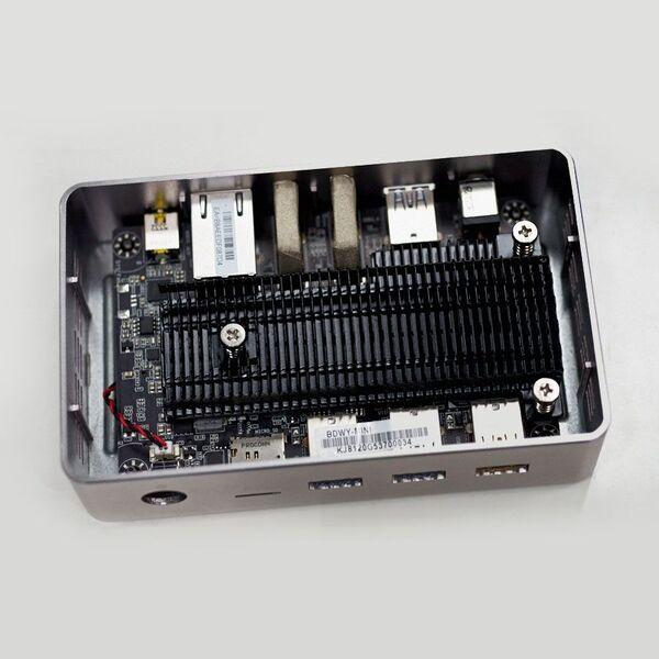 自作PCマニアが小型PC「LIVA Core」を魔改造!