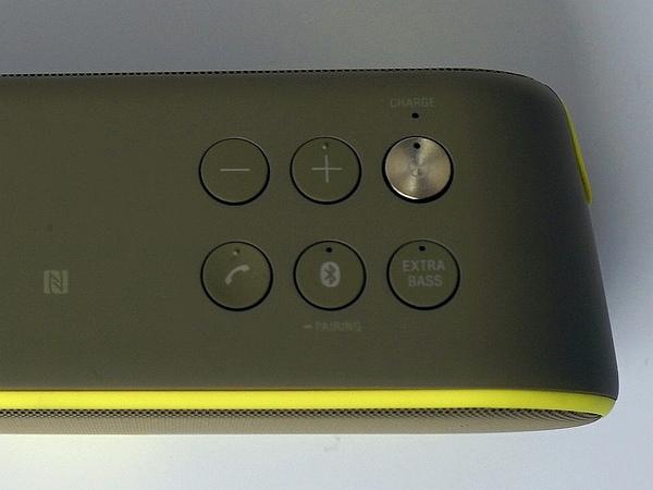 SRS-XB2の上面。こちらにもExtra Bassボタンがある