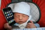乳幼児の5割以上がスマホに接触 うち3割は「ほぼ毎日」