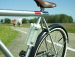 """自転車以外でも使える""""挟む""""水筒「CLIPON bottle」"""