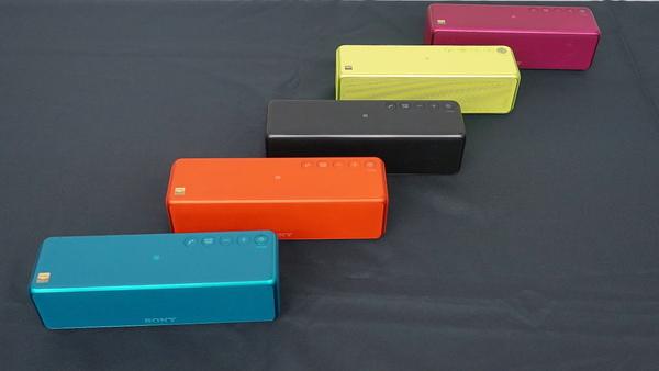 5色のカラーをそろえる「SRS-HG1」