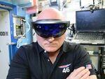 マイクロソフト、ARゴーグル「HoloLens」のプレオーダー開始