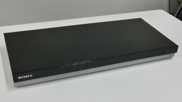 ソニーの新「BDZ」シリーズ。上部は光沢、下方はマットな素材を組み合わせた新デザインとなる