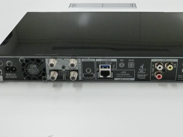 本体背面。USB HDDの増設が可能。アナログ入力も備わっている