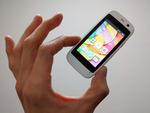 「iPhone SE」の半分? 極小Androidスマホ「Micro X S240」レビュー&日本語化:週間リスキー