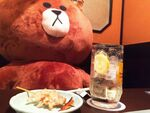 ぬいぐるみ(110cm)と居酒屋でサシ飲みした